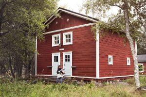 Majakkamestarin talon piha-aitta