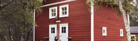 Kesähotelli Isokari: Majakkamestarin talon aitta
